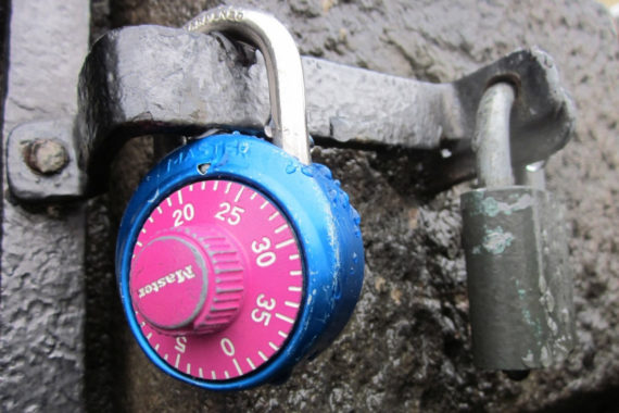 Home loans: to lock in the rate or not?